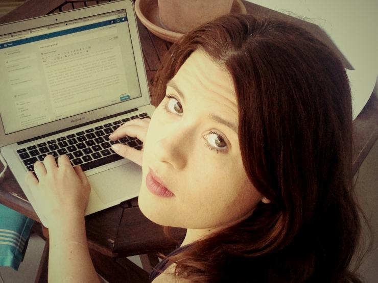 Blog-Berichterstattungs-Bebilderung. Live und in Farbe.